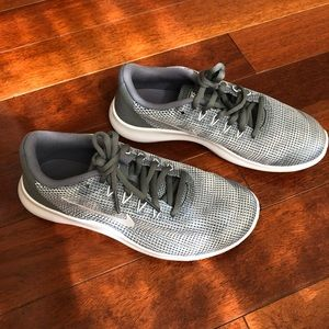 Nike Kids Boys Running Shoes Size 6Y